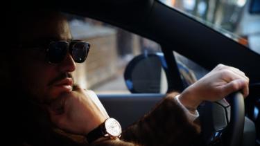 【おすすめ】運転用サングラスTOP15。調光・偏光レンズの選び方も解説