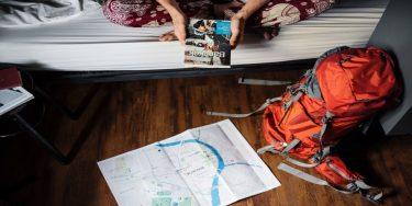 【15ヶ国以上旅してきたトラベラー推薦】海外旅行におすすめのリュック8選。あると便利な旅アイテムも合わせてご紹介
